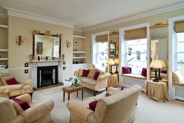 Gracious & Spacious Drawing Room