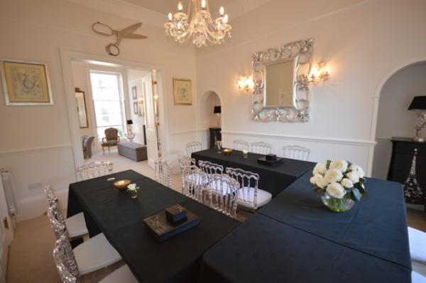 Stunning dining room - seats 20 guests