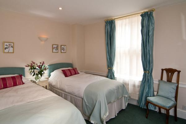 The Double Bedrooms can convert to Twin Rooms!