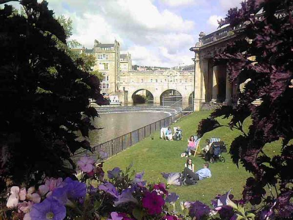 The Beautiful Parade Gardens and Pulteney Bridge