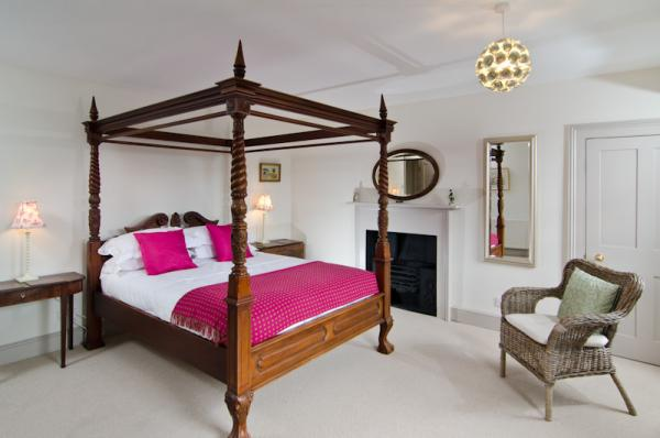 Master Bedroom with spacious & gorgeous four-poster bed