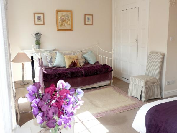 The Pretty Daybed Within The Lilac Master Bedroom