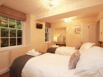 Lower ground bedroom with en-suite shower room (sleeps 2)