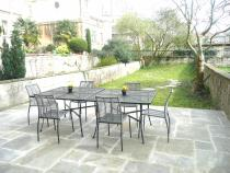 Private garden for alfresco dining